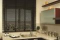 Тёмной коричневые горизонтальные жалюзи на кухню