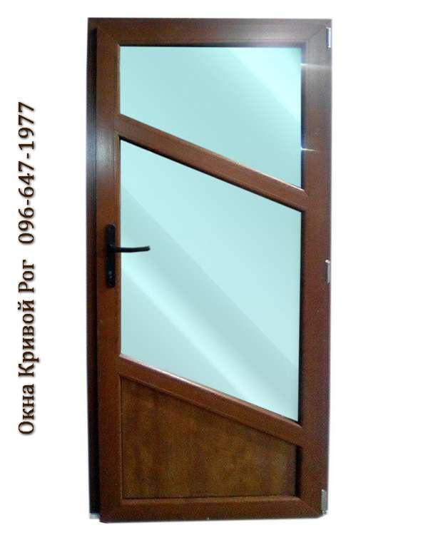 metalloplastikovye dveri s golubym steklom