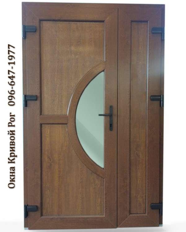 Металлопластиковые двери с выгнутой перемычкой по центру