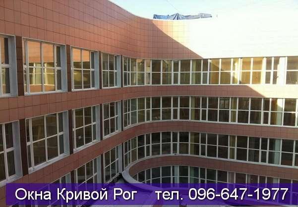 Заполнение фасада здания окнами из металлопластика