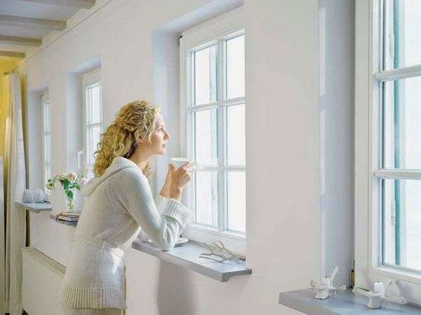 Каждое утро начинается с солнечного света, проникающего в дом через окна