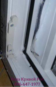 Использование пластиковых деталей снизит срок бесперебойной работы окна