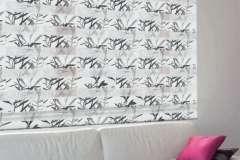 Рулонные шторы с рисунком в виде веточки на окна День-Ночь