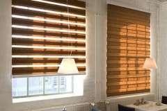 Рулонные шторы окна День-Ночь коричневого цвета