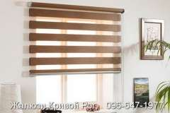Стильные тёмно - коричневые рулонные шторы на окна День-Ночь. Фото