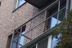 Новые перила добавят жёсткости всему балкону