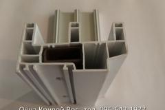 Вид сверху алюминиевой направляющей и вертикальной стойки раздвижных окон