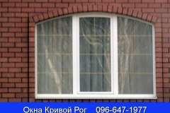 Добавив декоративные шпросы и выгнутую перемычку мы можем получить совершенно другой дизайн металлопластикового окна