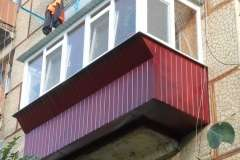 Расширение балкона с обшивкой профлистом