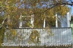 Балкон, обшитый профнастилом цвета серебро с глубиной волны 8 мм