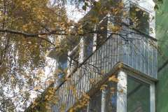 Балкон на последнем этаже, остеклённый и обшитый профлистом