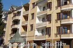 Окна Виконда в коричневом цвете хорошо смотрится в жилых застройках