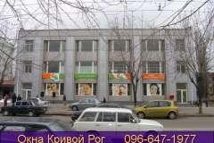 Витрины магазинов также можно остеклить окнами Конкорд