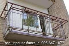 Расширение балкона по уровню перил. Фото площадки под основание рамы