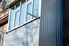 Расширили балкон снизу, по уровню опорной плиты
