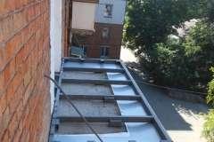 Вид сбоку площадки расширения балкона