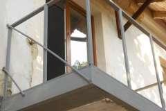 Расширение балкона очень часто совмещают с укреплением