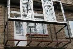 Вид снизу и спереди расширенного балкона