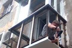Расширение и отделка балкона в самом разгаре