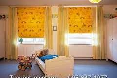 Оранжевые тканевые роллеты с рисунком на окна