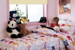 Нежные тканевые роллеты в детскую комнату