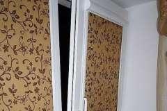 Тканевые роллеты надёжно держатся на створке окна