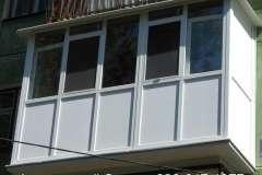 для жёсткости переднюю часть французского балкона изготавливаем из 2-х частей, соединённых армированным соединителем
