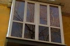 А на этом Французском балконе стеклопакетом заполнены проёмы от самого низа до верха конструкции