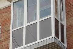 Нижнюю опорную плиту Французского балкона либо обшивают либо накрывают отливом