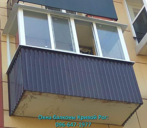 Обшивка балкона коричневым профлистом в Кривом Рогу