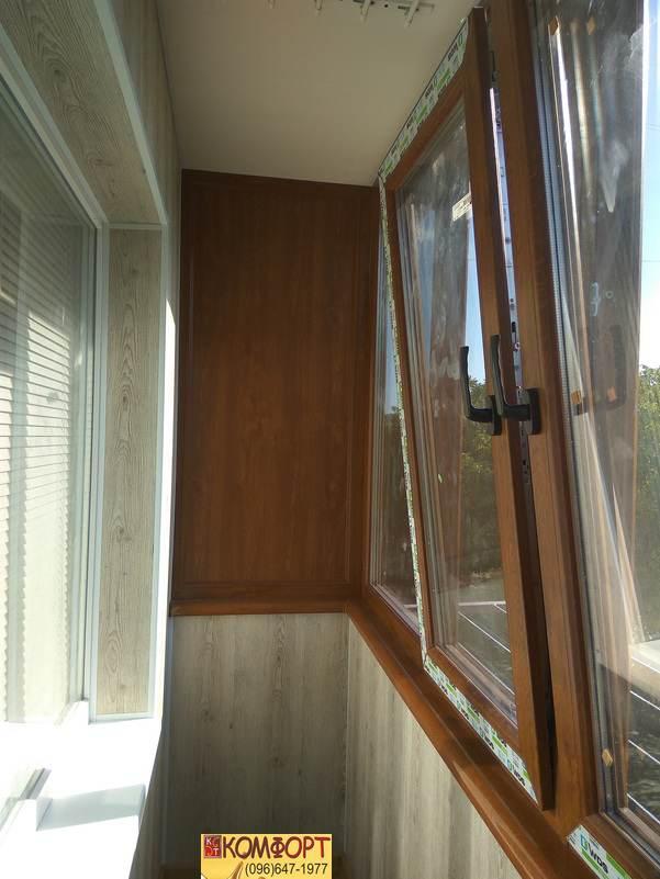 коричневые пластиковые окна на балкон
