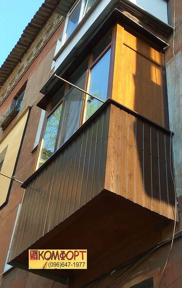 Коричневые окна на балкон