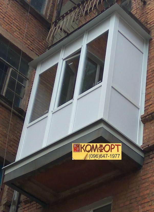 Французский балкон из трёх частей