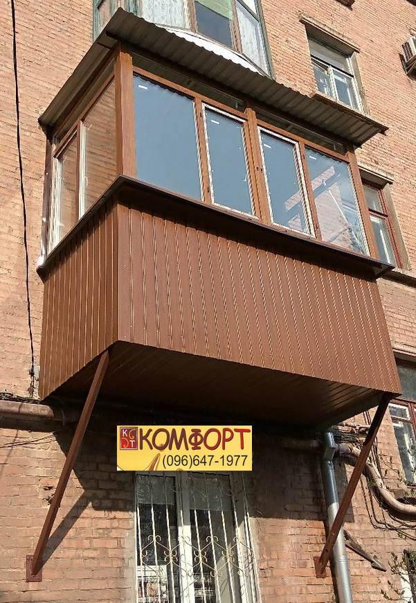Рама на балкон в коричневом цвете