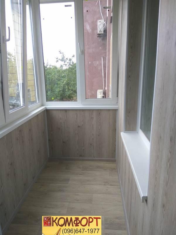 обшивка балкона вагонка или пластик