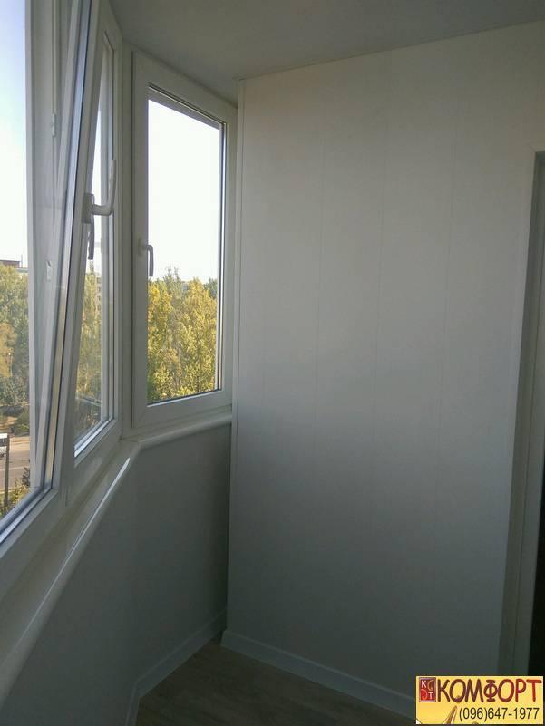 балкон обшивка белым пластиком